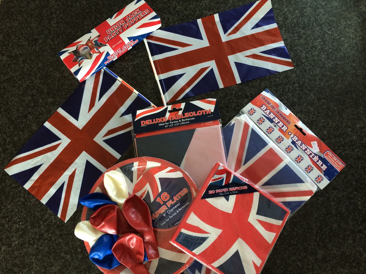 Flags plates serviettes balloons patriotic