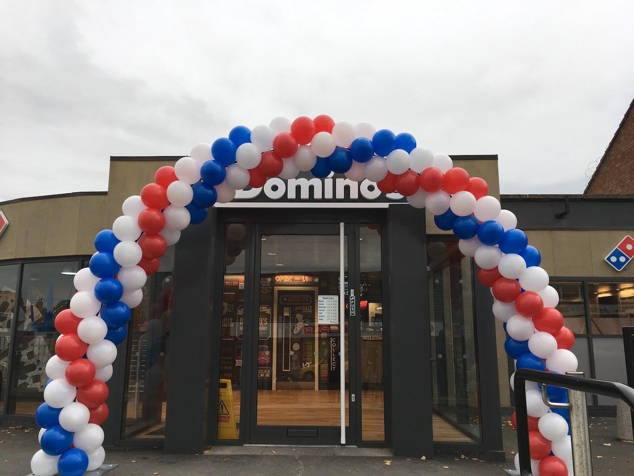 balloon arch store opening promotion