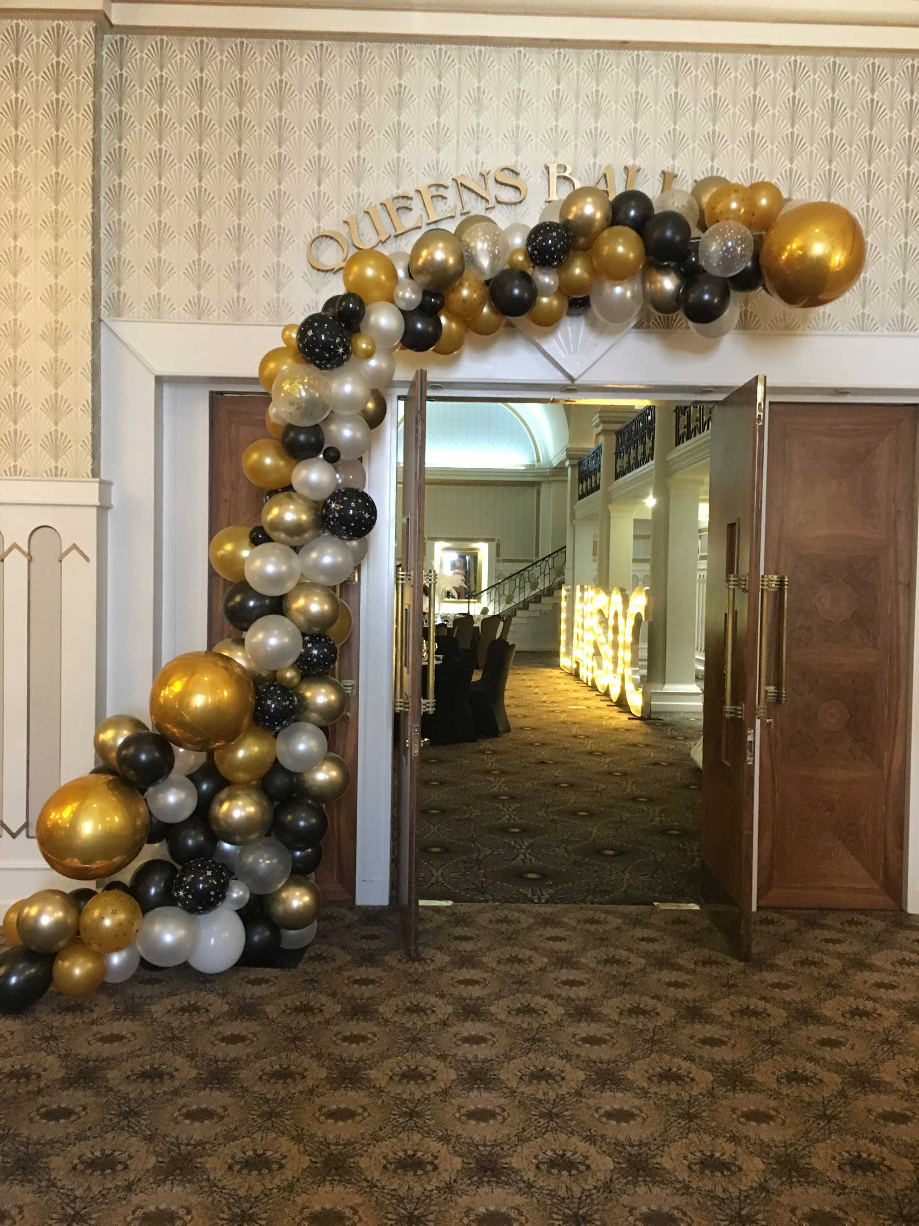 Organic balloon arch in gold chrome and black